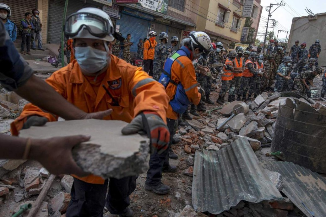 Nepalese military personnel remove debris in search of survivors after a fresh 7.3 earthquake struck, in Kathmandu, Nepal, May 12, 2015.  REUTERS/Athit Perawongmetha       TPX IMAGES OF THE DAY